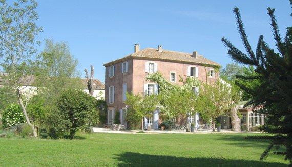 Bastide rose Le Thor Provence France
